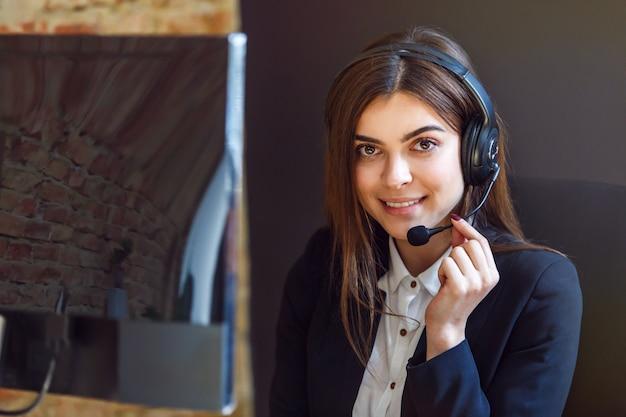 Vrouw callcenter operator Premium Foto