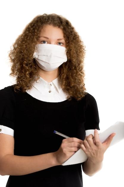 Gezicht van jonge man met masker voor bescherming tegen