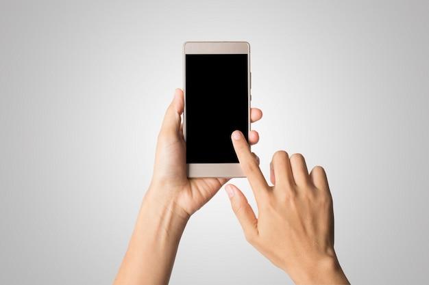 Vrouw hand met slimme telefoon leeg scherm. kopieer de ruimte. hand met smartphone geïsoleerd op een witte achtergrond. Gratis Foto
