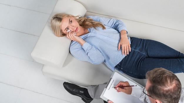 Vrouw huilt Premium Foto