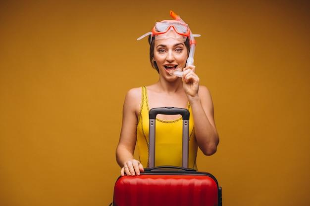 Vrouw in een geïsoleerd duikmasker Gratis Foto