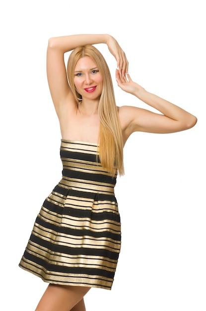 Vrouw in gestreepte gouden en zwarte kleding die op wit wordt geïsoleerd Premium Foto