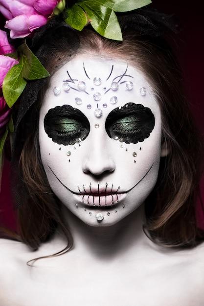 Vrouw in halloween-make-up Premium Foto