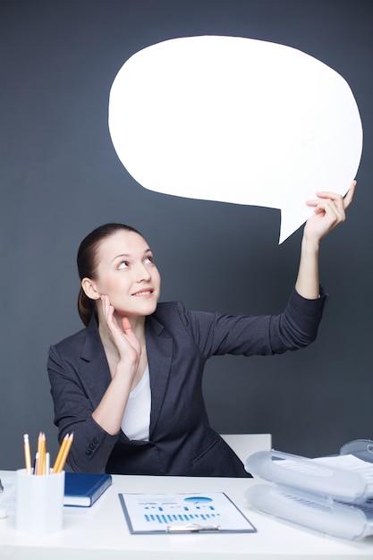 Vrouw met een tekstballon Gratis Foto