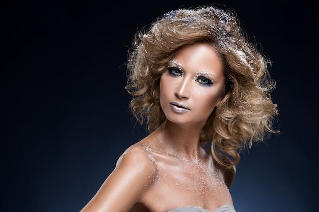 Vrouw met mooie make-up Gratis Foto