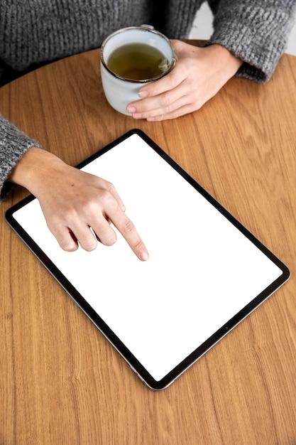 Vrouw met tablet Gratis Foto