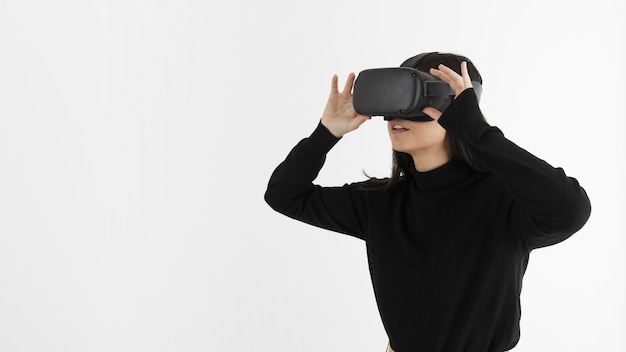 Vrouw met virtual reality headset Gratis Foto