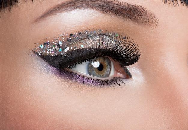 Vrouw oog met mooie mode lichte make-up Gratis Foto