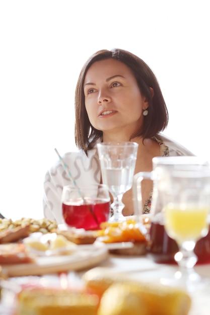 Vrouw op de picknick Gratis Foto
