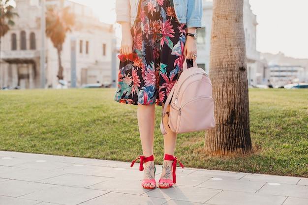 Vrouw sandaal schoenen zomer stijl mode benen en tas Gratis Foto