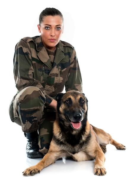 Vrouw soldaat en mechelaar Premium Foto