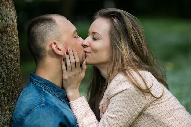 Kan een 17-jarige krijgen in de problemen voor het daten van een 13 jaar oud