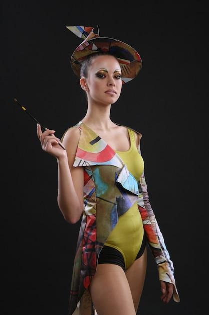 Vrouwelijk model in futuristische aankleden Gratis Foto