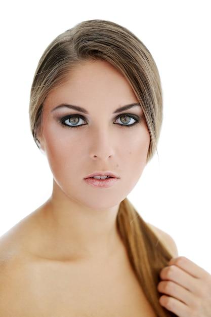 Vrouwelijk model in smokey eyes make-up Gratis Foto