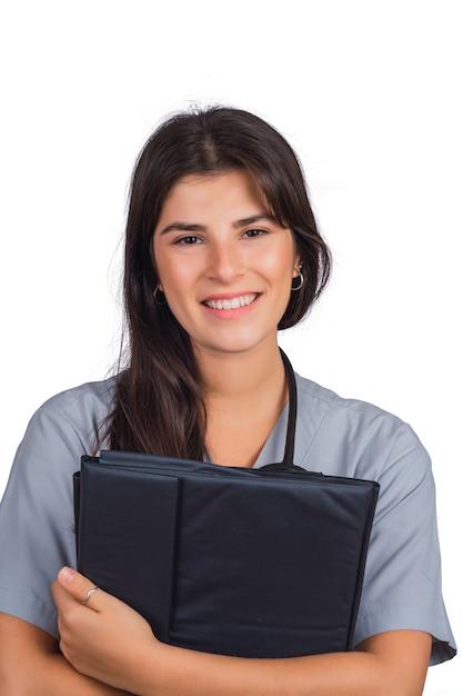 Vrouwelijke arts met een stethoscoop en mappen. Gratis Foto
