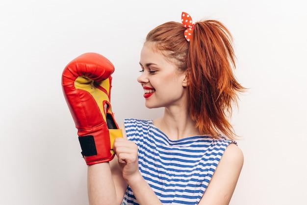 Vrouwelijke bokser bokshandschoenen Premium Foto