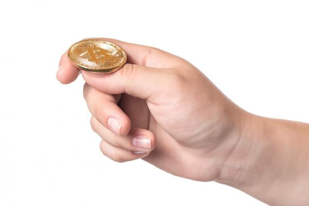 Vrouwelijke die handholding bitcoin op wit wordt geïsoleerd Premium Foto
