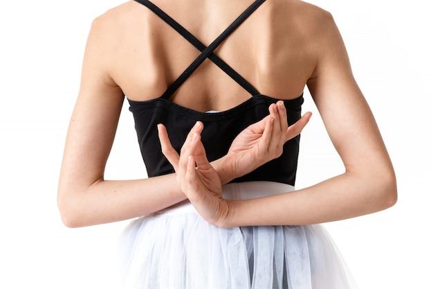 Vrouwenballerina dansend ballet op een lichte achtergrond in de studio Premium Foto