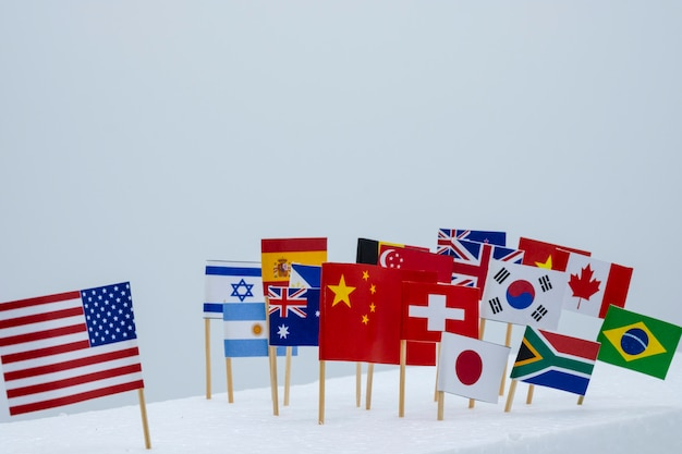 Vs china en vlaggen van meerdere landen. het is het symbool van amerika's eerste beleid en tariefhandelsoorlog. Premium Foto