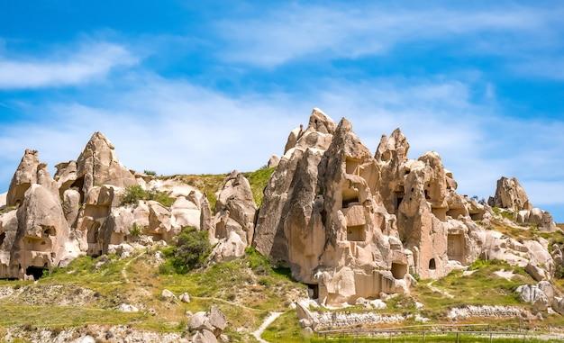 Vulkanische grotstad in het nationale park van goreme. capapdocia, turkije Premium Foto