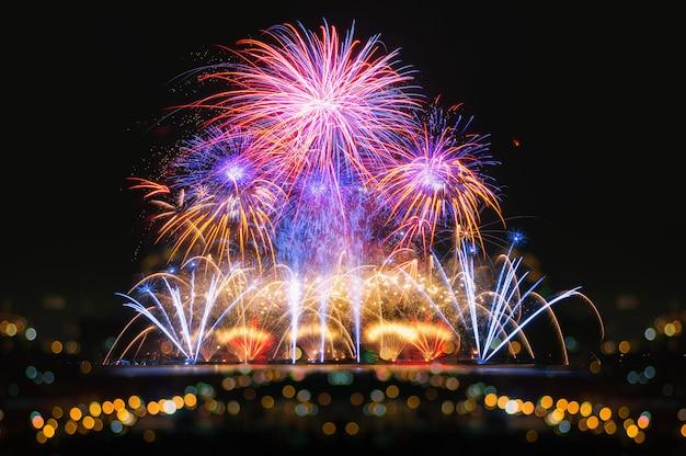 Vuurwerk voor de viering Premium Foto