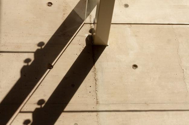 Wand met gaten en gangway Gratis Foto