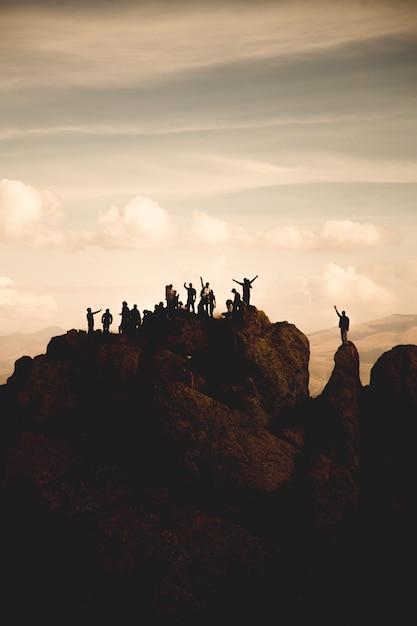 Wandelaars bovenop Gratis Foto