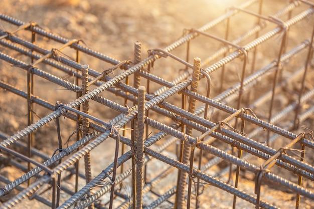 Wapening staal voor grade beam / grondbalk in het proces van woningbouw Premium Foto