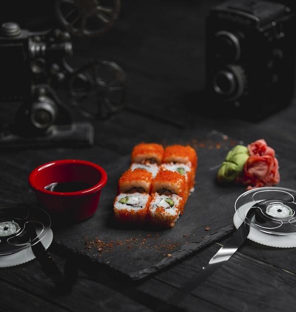 Warme broodjes met rode kaviaar en saus Gratis Foto