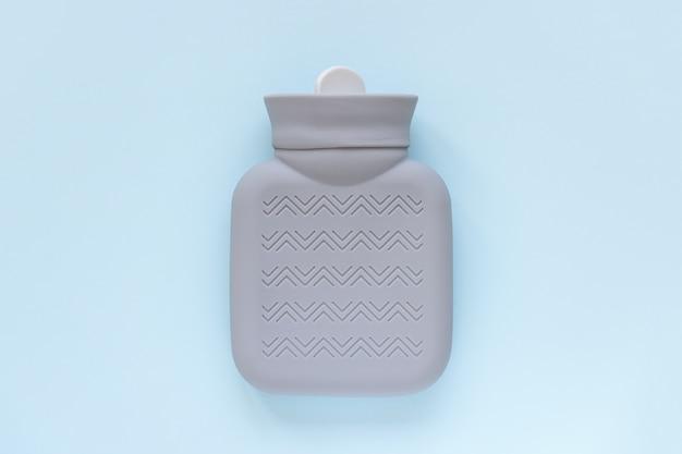 Warmwaterkruik voor hand- of lichaamsverwarming of voor winterziekte Premium Foto