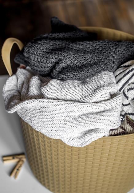 Wasgoed, warme kleren in de mand, wassen Gratis Foto