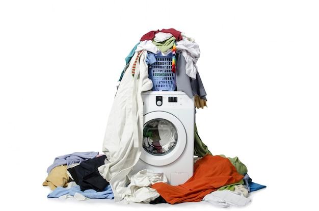 Wasmachine op wit wordt geïsoleerd dat Premium Foto