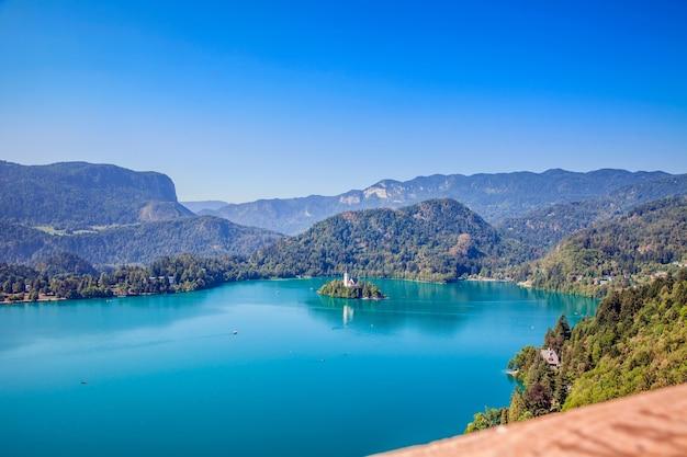 Wat een mooie kleur van het meer Gratis Foto