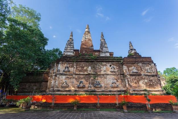 Wat jed yod, mooie oude tempel in het noorden van thailand in de provincie chiang mai, thailand Premium Foto