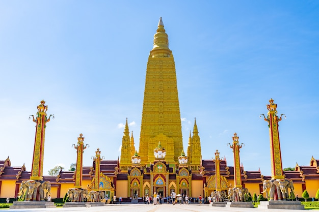 Wat mahathat watchiramongkhon, of lokaal bekend als wat bang thong in krabi, thailand Premium Foto