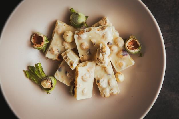 Wat pistache met chocolade in een kom Gratis Foto