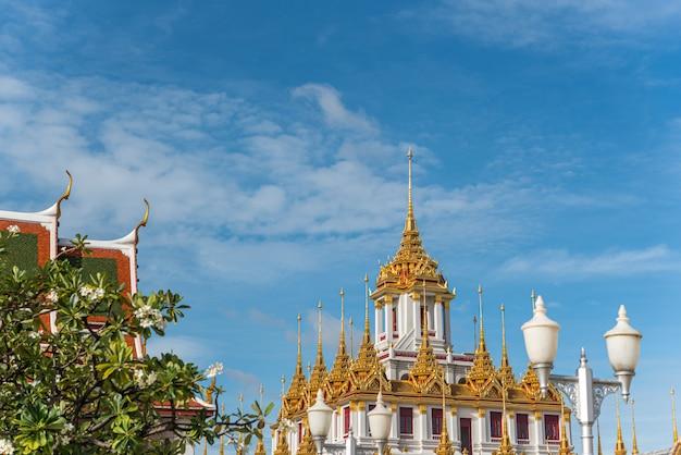 Wat ratchanatdaram en loha prasat (ijzeren kasteel) Premium Foto