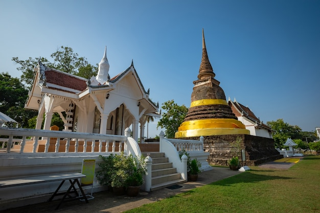 Wat tra phang thong-tempel in het sukhothai historical park - thailand Premium Foto