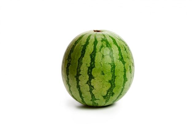 Watermeloen op wit wordt geïsoleerd dat Premium Foto
