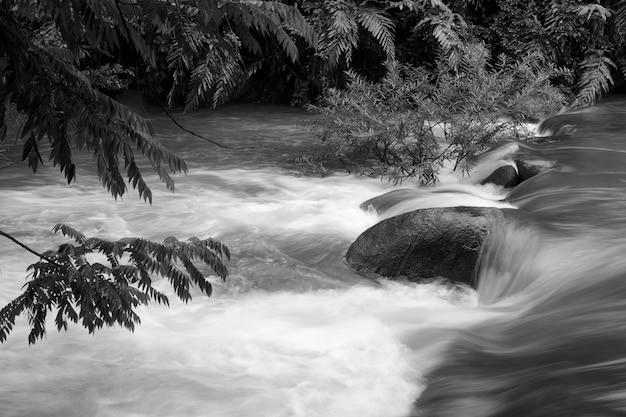 Waterval in chanthaburi, thailand Premium Foto