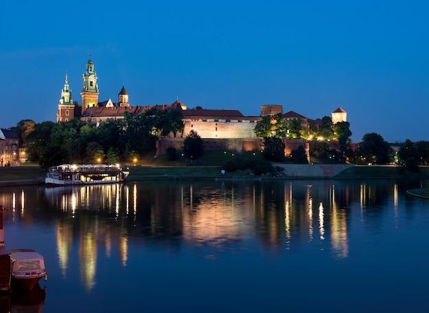 Wawel-heuvel bij nacht Premium Foto