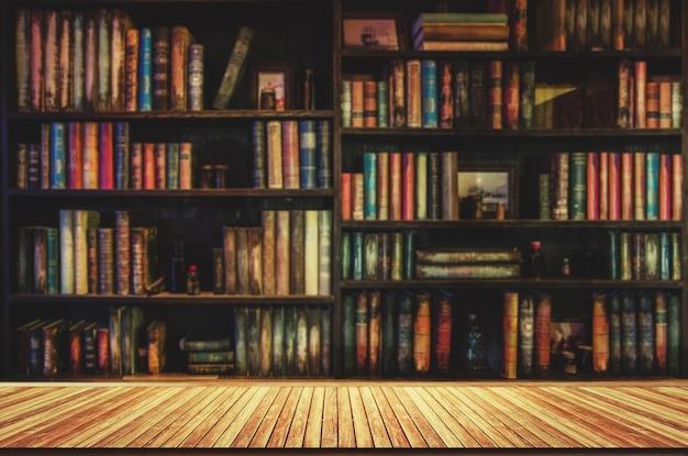 Boekenplank Met Boeken.Wazig Boekenplank Veel Oude Boeken In Een Boekenwinkel Of