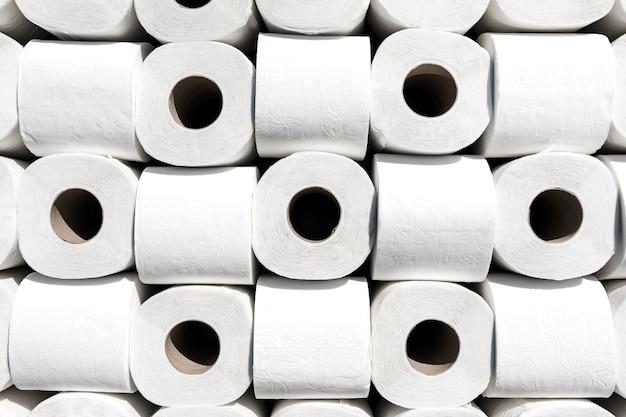 Wc-papierrollen uitgelijnd Gratis Foto