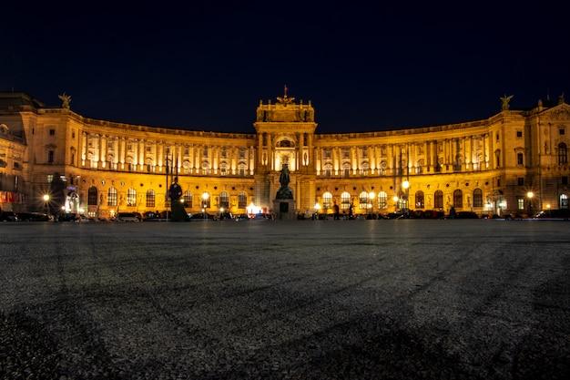 Wenen hofburg paleis bij nacht Premium Foto