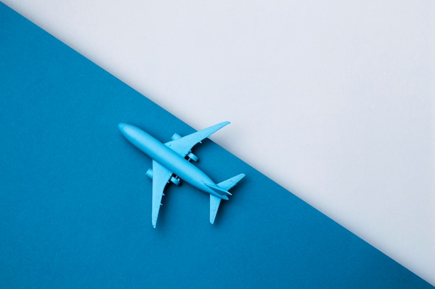 Wereld toerisme dag vliegtuig met kopie ruimte Premium Foto
