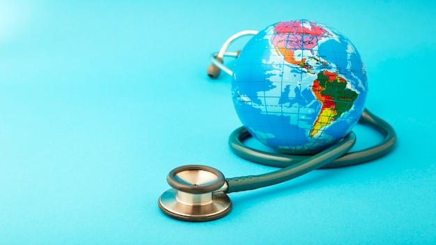 Wereldgezondheidsdag concept met globe. Premium Foto