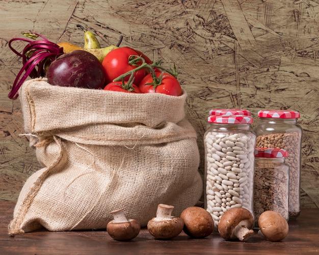 Wereldvoedseldag arrangement met groenten Gratis Foto