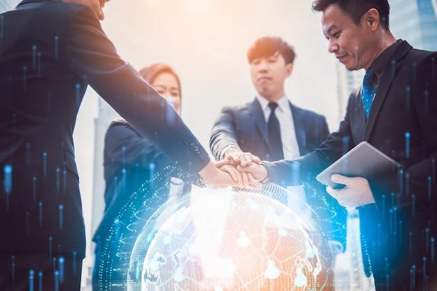 Wereldwijd netwerk en een wereldkaart. block chain concept. teamwork word lid van hands partnership na volledige deal, succesvol teamwerk. Premium Foto