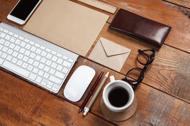 Werk desktop met accessoires Gratis Foto