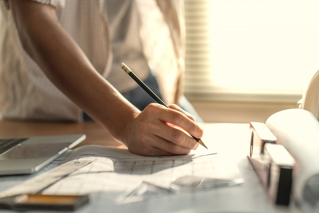 Werkdocument van architect & ingenieur over projectplanning en voortgang van werkplanning o Premium Foto